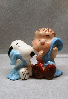 Peanuts Cartoon Snoopy Linus Hugging Blankets Salt Pepper Shakers WG | eBay