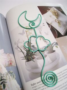 wire art moon bookmark