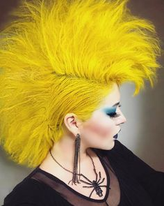 Arctic Fox hair color is vibrant, long-lasting, semi-permanent hair dye that is made in the USA. Mint Hair, Teal Hair, Yellow Hair Color, Hair Colour, Two Toned Hair, I Like Your Hair, Arctic Fox Hair Color, Galaxy Hair, Permanent Hair Dye