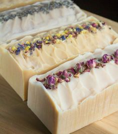 Learn how to make your own cold-process flower infused milk soap using blossoms from your garden. Learn how to make your own cold-process flower infused milk soap using blossoms from your garden. Diy Savon, Soap Making Supplies, Handmade Soaps, Diy Soaps, Homemade Soap Recipes, Soap Making Recipes, Goat Milk Soap, Cold Process Soap, Soap Molds