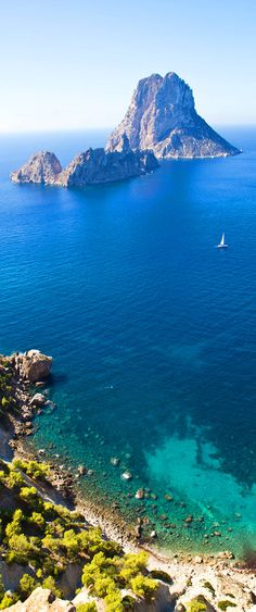 Es Vedrà , Ibiza, Spain Beach Vibes, Ibiza Beach, Ibiza Strand, Oh The Places You'll Go, Places To Visit, Ibiza Formentera, Spain Travel, Ibiza Travel, Balearic Islands