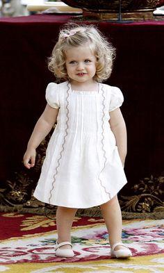 Pintucked Dress - The little Princess of Spain Little Girl Dresses, Girls Dresses, Flower Girl Dresses, Summer Dresses, Princess Of Spain, Little Princess, Fashion Kids, Mini Pizza, Estilo Real