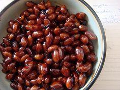 Amendoim cozido com shoyu e açucar (Peanuts cooked in soy sauce and sugar)
