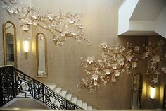 But it was the most recent installation by floral artist Jo Lynn Alcorn (for designer Amy Lau and Maya Romanoff Wallpapers) at the 2009 Kips Bay Decorator Show House that left us breathless…