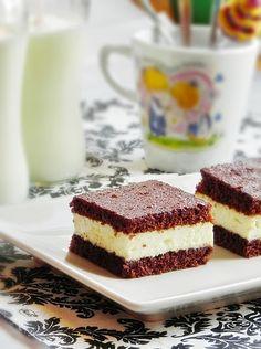 Kinder fetta a latte Romanian Desserts, Romanian Food, Romanian Recipes, Sweets Recipes, Raw Food Recipes, Specialty Cakes, Brownie Bar, Desert Recipes, Latte