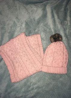 Kup mój przedmiot na #vintedpl http://www.vinted.pl/damska-odziez/inne-ubrania/16861597-czapka-i-szalik-w-kolorze-pudrowego-rozu-hm
