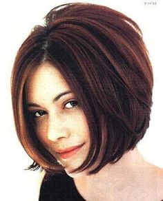 Short Stacked Bob Hairstyles for Thick hair. I really want to cut my hair like this! Bob Hairstyles For Thick, Haircut For Thick Hair, Pretty Hairstyles, Short Haircuts, Wavy Hair, Hairstyles 2018, Thin Hair, Layered Hairstyles, Black Hairstyles