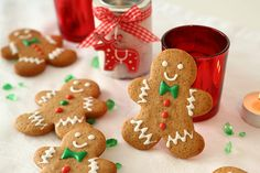 Bredele with brown sugar and praline sugar - HQ Recipes Christmas Cupcake Toppers, Christmas Cupcakes, Cookie Factory, Gingerbread Man Cookies, Baking With Kids, Pistachio, No Bake Cake, Cookie Decorating, Food Art
