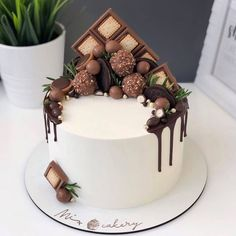 Cake Decorating Designs, Creative Cake Decorating, Cake Decorating Videos, Creative Cakes, Pretty Birthday Cakes, Pretty Cakes, Chocolate Cake Designs, Fancy Desserts, Crazy Cakes