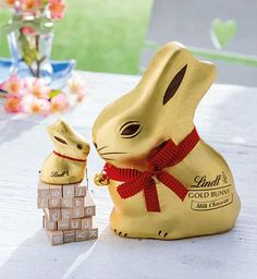 Sweeten your celebration with Lindt LINDOR Easter Eggs! See below for fun and unique ways to integrate Lindt Chocolate into your Easter traditions. Chocolate Lindt, Chocolate Rabbit, Swiss Chocolate, Dark Chocolate Almonds, Easter Chocolate, Chocolate Gifts, Easter Eggs, Lindt Gold Bunny, Dreams