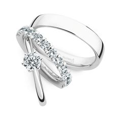 Have you been looking for the perfect engagement set?! Don't worry, Christian Bauer has you covered.  www.Christian-Bauer.co.uk