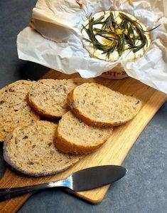 Queijo camembert assado com alecrim e mel