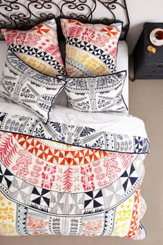 Colorful bedding for a dorm room with a fresh bohemian vibe! #bedroom #anthropologie #bohemian #dorm #chic