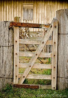 Old farm gate. To me, gates are definitely part of the country side. Perhaps I coud use wood or twigs in my tapestry?