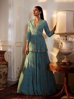 Dress Indian Style, Indian Fashion Dresses, Indian Designer Outfits, Designer Dresses, Pakistani Dresses, Kurti Designs Party Wear, Lehenga Designs, Indian Wedding Outfits, Indian Outfits