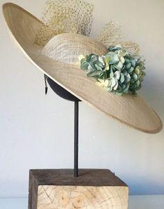 Millinery Hats, Fascinator Hats, Fascinators, Diy African Jewelry, Mother Of The Bride Hats, Diy Hat, Fancy Hats, Wedding Hats, Dress Hats