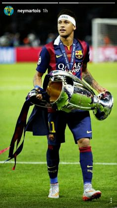 Neymar is the only player in the Champions League history who scored in both quarterfinals, semifinals and final of the tournament. Neymar Barcelona, Barcelona Soccer, Mbappe Psg, Neymar Psg, Soccer Guys, Soccer Players, Soccer Art, Lionel Messi, Tottenham Hotspur