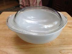 Vintage white Pyrex 023 1 1/2 quart casserole with lid (683-c)