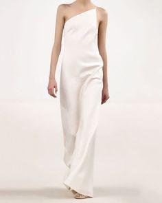 — Gown by @maisonvalentino — #valentino #valentinocouture #valentinoweddingdress #modernweddingdress #minimalweddingdress #weddingdress #weddinggown #bridalfashion #weddinginspiration #weddingideas