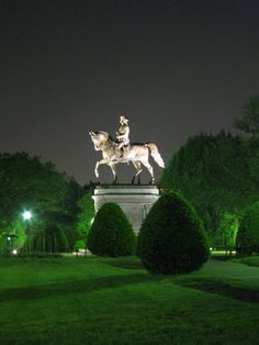 Boston Public Garden. //I wanna get up on that statue & have my picture taken ..lol.. EL//
