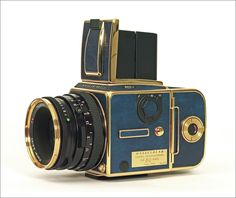 20306d1249317869-new-hasselblad-503cw-goldenblue02.jpg 1,203×1,012 pixels