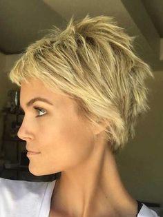 pixie+cut,+pixie+haircut,+cropped+pixie+-+short+messy+hairstyle - New Hair Short Choppy Haircuts, Messy Pixie Haircut, Messy Short Hair, Wavy Hair, Haircut Short, Messy Updo, Short Undercut, Thick Hair, Red Hair