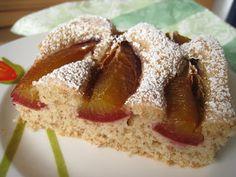 Dinkelkuchen: 80 g Butter 70 g Zucker 1/2 Päckchen Vanillezucker 2 Eigelbe (ca. 40 g) 74 g Dinkelmehl 630 70 g Dinkelvollkornmehl 10 g Weinstein-Backpulver 50 ml (Dinkel-) Milch 4/5 EL Rum 2 Eiweiße (ca. 65 g) 1 Prise Salz 15 g feiner Zucker 200 g vorbereitetes Obst wie Pflaumen oder Äpfel, Kirschen, Birnen, Aprikosen ... Im auf 160°C Umluft vorgeheizten Ofen ca. 25 min backen.