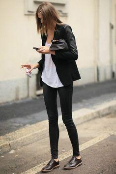 derbie femme chaussure de couleur marron foncé