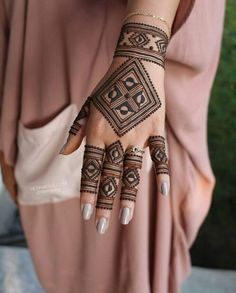 Are You searching the Latest Designs Of the Mehndi? Are You Searching the Mehndi Tikki style? Then come here I have now come back at this mehndi Henna Hand Designs, Modern Mehndi Designs, Mehndi Designs For Girls, Mehndi Design Photos, Beautiful Henna Designs, Henna Tattoo Designs, Tattoo Ideas, Dulhan Mehndi Designs, Mehandi Designs
