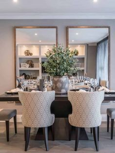 Elegant Interior Design of an Apartment in Surrey, UK. Dining Room Mirror Wall, Dining Room Walls, Living Room Decor, Home Room Design, Dining Room Design, Home Interior Design, Luxury Dining Room, Elegant Dinning Room, Dining Room Inspiration