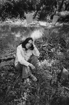 xzyoe:  Joan Baez in 1974, by Paul Fusco