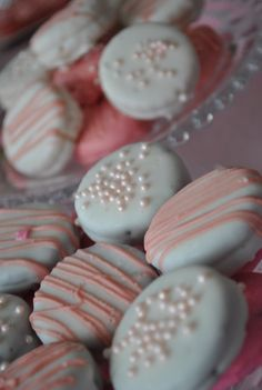 Chocloate dipped oreos - so so easy, but they look fancy!