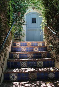 Love the secret garden feeling leading to the front door.  Kristinastonebreakerhousetour_03_rect640