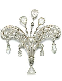 A diamond brooch/pendant, early 20th century. Set with pear-shaped, triangular…