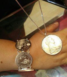 Monedas montadas en plata de ley
