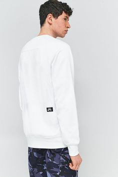 Nike SB White Everett Crewneck Sweatshirt   Urban Outfitters   Men's   Tops   Hoodies & Sweatshirts #UOEurope #UrbanOutfitters