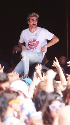 The chainsmokers -Drew Taggart Andrew Taggart, Van Acker, Adore U, The Ch, Chainsmokers, Love Pictures, K Idols, Cute Guys, Boy Bands