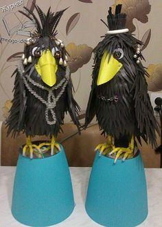 Ворона из пластиковых бутылок и изолона мастер класс