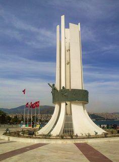 Karşıyaka Atatürk Anıtı. İzmir, Turkey
