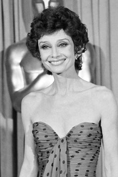 1976 Audrey Hepburn - never seen her with this style :o