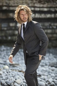 Dynamic Men's Hairstyles Works with Suits (12)
