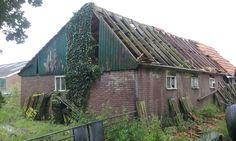 2016 Leesten foto Heleen van Zantvoort Abandoned Houses, Cabin, House Styles, Home Decor, Abandoned Homes, Decoration Home, Room Decor, Cabins, Cottage