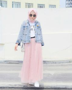 10 Ide Mix and Match Jaket Denim ala Hijab Influencer yang Super Chic! Modern Hijab Fashion, Hijab Fashion Inspiration, Muslim Fashion, Mode Inspiration, Ootd Fashion, Korean Fashion, Fashion Outfits, Casual Hijab Outfit, Hijab Chic