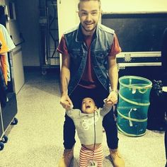 Liam with Zayn's goddaughter Brooklyn   Community Post: 5SOS And One Direction With Babies