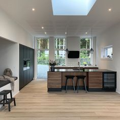 Today I have chosen and her stunning kitchen as the winner amo. Interior Design Inspiration, Home Interior Design, Interior Decorating, Kitchen Dinning Room, New Kitchen, Kitchen Interior, Land Scape, Villas, Small Spaces
