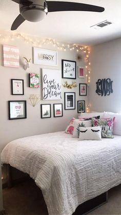 Warm teen girl bedrooms design for a cozy teen girl room decor, image suggestion 1516624817 Apartment Bedroom Decor, Room Ideas Bedroom, Apartment Living, Interior Livingroom, Dorm Rooms, Apartment Therapy, Girl Bedroom Designs, Bedroom Design On A Budget, Girls Room Design