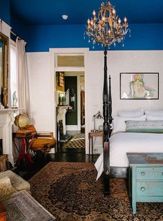 New orleans Style Bedroom Inspirational Jolts Of Color Restart An Old New orleans Home – Design Sponge Home Design, Home Interior Design, Interior Design New Orleans, Design Ideas, Accent Ceiling, Mirror Ceiling, Blue Ceilings, Painted Ceilings, Colors