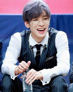 Listen to every Seventeen track @ Iomoio Woozi, The8, Mingyu Wonwoo, Seungkwan, Seventeen Wonwoo, Seventeen Debut, Carat Seventeen, Vernon Chwe, Won Woo