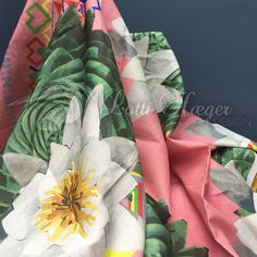 Presenting my 2nd fabric collection Mónica, here printed on 100% linen/ Presentando mi segunda colección textil Mónica, acá tela impresa sobre 100% lino#lottihaeger##architecture #arquitectura #flowers#colorful #colour#couleurs#color#textiles #inredning #design #designer#decoration #decorating #decor #fabric #furniture #chair #weave #homedecor#homedesign