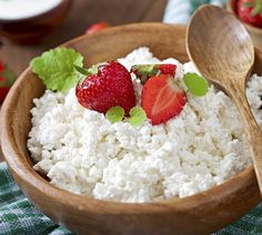 Making Dry Curd Cottage Cheese at Home This is truly a cheese like your grandmother might have made on the back of the wood stove and just as easy to make in todays kitchens with very few ingredients required. This recipe will work well with store. Cottage Cheese Desserts, Farmers Cheese, Goat Cheese, Homemade Cheese, How To Make Cheese, Queso, Cooking Time, Dessert Recipes, Polish Food